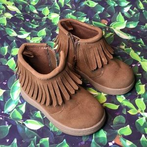 Carters girls boots size 5